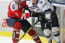 Konečně tři body. Třebíčští hokejisté poslední dobou sbírali body jen za porážku v nájezdech či prodloužení (tak jako na snímku proti Kladnu). Teď odvezli výhru z Litoměřic.