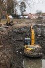 Záchrana zapadlého bagru v Telči