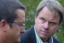 Ministr Martin Bursík s majitelem biofarmy Sasov Josefem Sklenářem.
