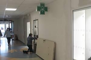 Úpravy lékárny v budově Nemocnice Jihlava finišují, bude větší.