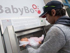 Instalace nového klimatizovaného babyboxu v Nemocnici Jihlava.