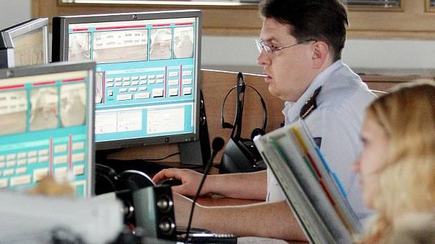Na call centrech tísňové linky 112 jsou operátoři schopni vést hovor nejen v češtině. Ilustrační foto.