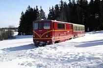 Dvě úzkokolejné trati provozují Jindřichohradecké místní dráhy. V úseku z Jindřichova Hradce do Obrataně, který prochází Vysočinou, dodnes používají tyto vlaky tisíce lidí.