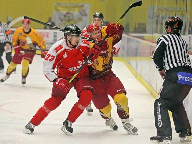 Hokejisté Dukly sice na svém ledě s Olomoucí brzy prohrávali o dvě branky, ovšem dokázali nepříznivý vývoj otočit. Vedení ale neudrželi a nakonec Hanákům podlehli v prodloužení.