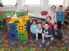Jedna třída školky je v prostorách Základní školy Kamenice. I tak je ale kapacita plná.
