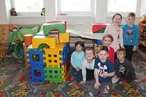 Předškoláci v Kamenici musí nyní hostovat i v budově školy, od září se dočkají nových tříd.