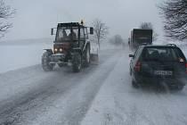 Technika Služeb města Jihlavy nevynechá za sněžení aní místní komunikace okrajových částí metropole.