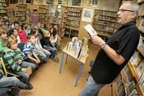 Akční měsíc. Během března připravily knihovny pro své čtenáře celou řadu aktivit. Navštěvované jsou besedy.