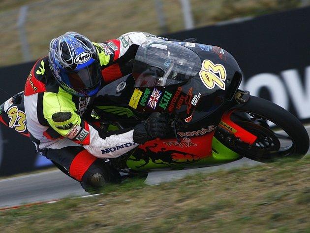 Havlíčkobrodský motocyklový závodník Michal Prášek zvládl závod v Brně na výbornou a v cíli se  zaslouženě radoval z republikového titulu.