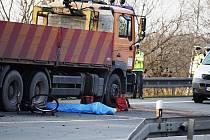 Kolize cyklistů s auty mají ve většině případů velmi vážné následky. V celé zemi zemřelo na kolech jen za dva první prázdninové týdny deset lidí.