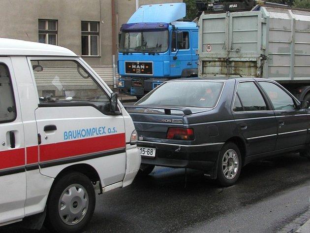 Nehoda sanitního vozu u světelné křižovatky v Masarykově ulici v Havlíčkově Brodě.