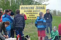 Z jarního happeningu proti hlubinnému úložišti, Budišovsko.