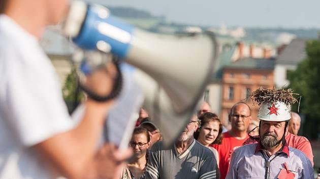 Na Masarykově náměstí v Jihlavě se 5. června sešli lidé na demonstraci proti premiérovi Andreji Babišovi a chystané vládě s podporou komunistů.