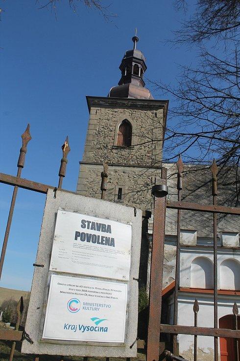 Kostel v místní části Petrovice prochází výraznou rekonstrukcí, která byla mimo jiné oceněna Zlatou jeřabnou.