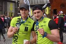 Zleva Lukáš Háva a Tadeáš Vítek na plzeňském Predator runu, kde jako dvoučlenný tým obsadili čtvrtou příčku.