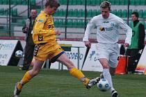 Tři góly nestačily. Vysočina totiž v Mostě znovu inkasovala čtyři branky a její obrana je na podzim jednou z nejhorších v lize. Brankám nedokázal zabránit ani Petr Tlustý (vlevo).