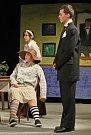 Na studentském divadelním festivalu v jihlavském Divadle Na Kopečku vystoupil také chotěbořský divadelní soubor Potichu, který představil hru G. B. Shawa Černé klobouky.