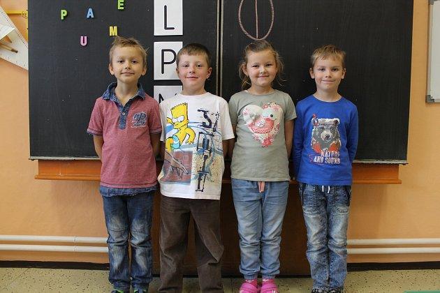 Na fotografii jsou žáci 1.třídy Základní školy vKrahulčí. Vletošním roce do 1.třídy nastoupili 4žáci. Příště představíme prvňáky ze Základní školy Nová Říše.