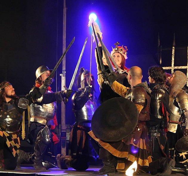 Do krajského města Vysočiny zamířila v pátek večer jedna z nejuznávanějších šermířských skupin, skupina Merlet.