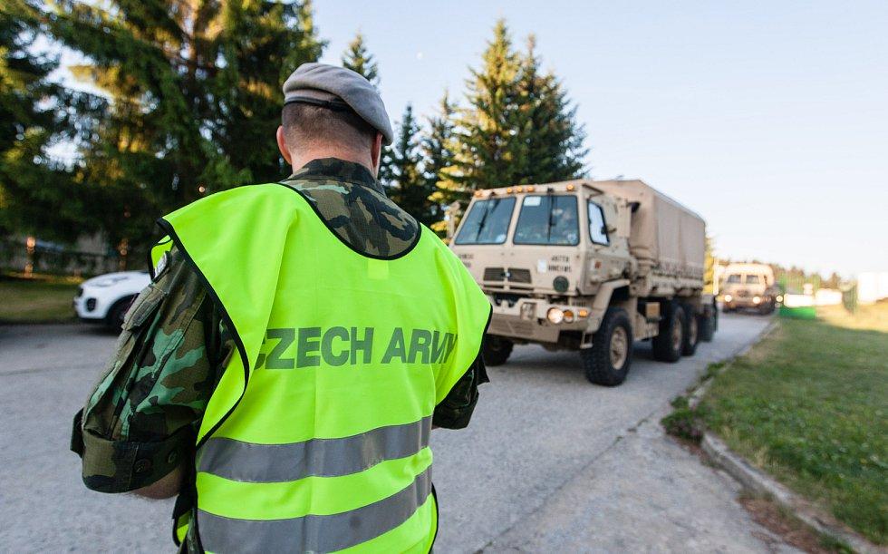 Po noci ve vojenském prostoru Rančířov u Jihlavy vyrazil americký konvoj ve čtvrtek 15. června po 6 hodině ráno po dálnici D1 a D2 směrem na Břeclav.