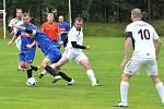 Bez vítěze. Fotbalisté Stonařova (v bílém) hostili o víkendu Kozlov, a přestože dvakrát vedli, tak ho porazit nedokázali. Zrodila se totiž remíza 2:2.