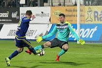 Útočník Vysočiny Muris Mešanovič takto překonal plzeňského brankáře Matúše Kozáčika a čtvrt hodiny před koncem duelu snížil na 1:2. Odstartoval tak ďábelskou patnáctiminutovku, ve které padly čtyři góly.