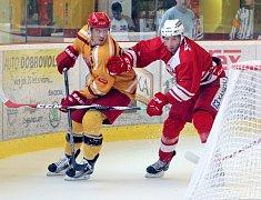 Letošní ročník první hokejové ligy, nově zvané WSM liga, slibuje atraktivnější podívanou. Ambiciózní bude jak postupující Přerov, tak především ještě vloni extraligová pražská Slavia (v červeném při letní přípravě v Jihlavě).