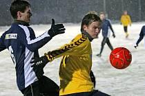 """Do této chvíle šlo jihlavským fotbalistům (ve žlutém) """"pouze"""" o místo v sestavě. Od tohoto víkendu již budou bojovat o druholigové postupové body."""