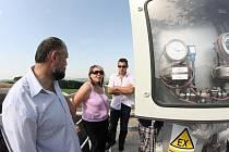 Z obslužné plošiny nové bioplynové stanice ve Vysokých Studnicích je báječný výhled do okolí. Od stanice se ovšem čeká i další přínos pro mikroregion.