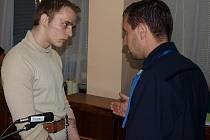 Devatenáctiletý Martin Černý z Lipnice nad Sázavou stojí před soudem kvůli tomu, že chtěl spolu s kumpány za mřížemi popravit spoluvězně.
