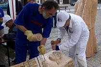 Čeští i zahraniční řezbáři předvedou své umění o tomto víkendu v Třešti na Jihlavsku. Jako v předchozích letech, tak i letos budou vyrábět figurky do společného betléma.