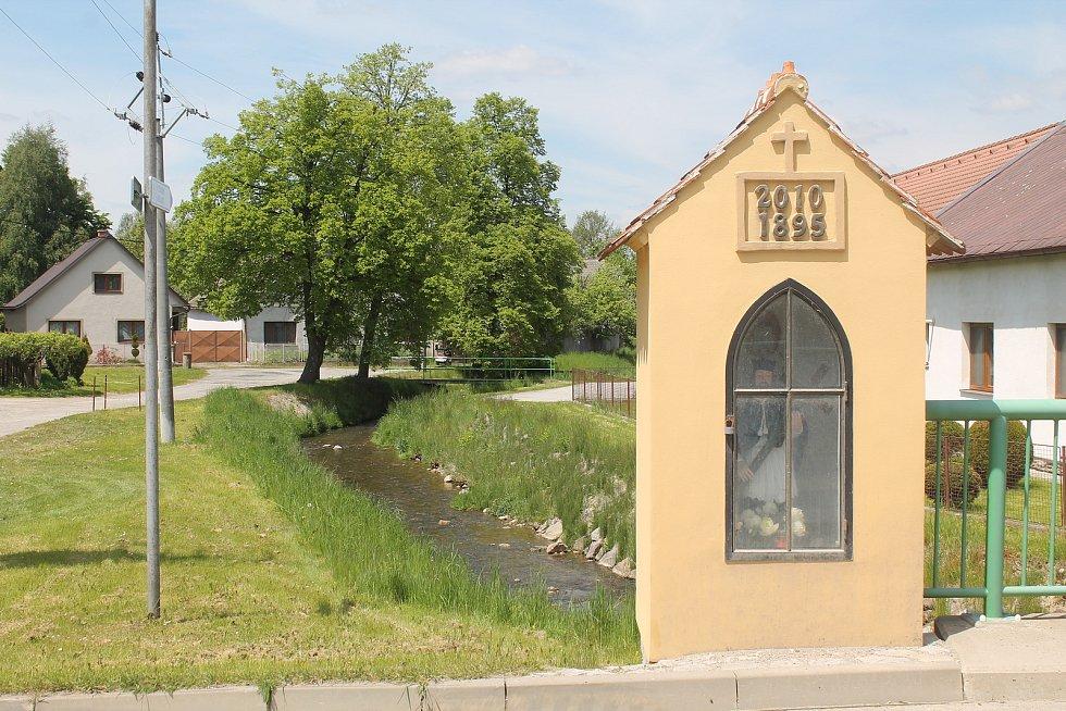 Stonařov je klidná obec na Vysočině, protíná jí však frekventovaná silnice mezi Jihlavou a Znojmem.
