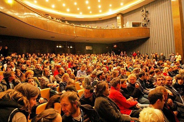 Snímek z pátečního večerního zahájení Mezinárodního festivalu dokumentárních filmů v Jihlavě