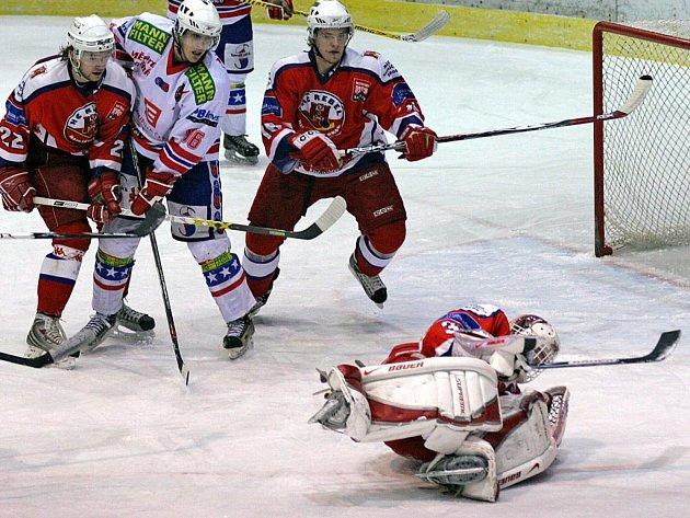 Ve středečním derby bylo před oběma brankami rušno. Brodský Jaroslav Suchan (na snímku) vychytal čisté konto.