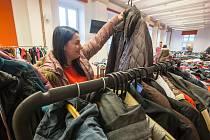 Charitativní bazar oblečení.