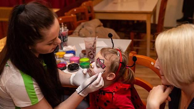 Karneval v Třešti si nejvíce užily děti.