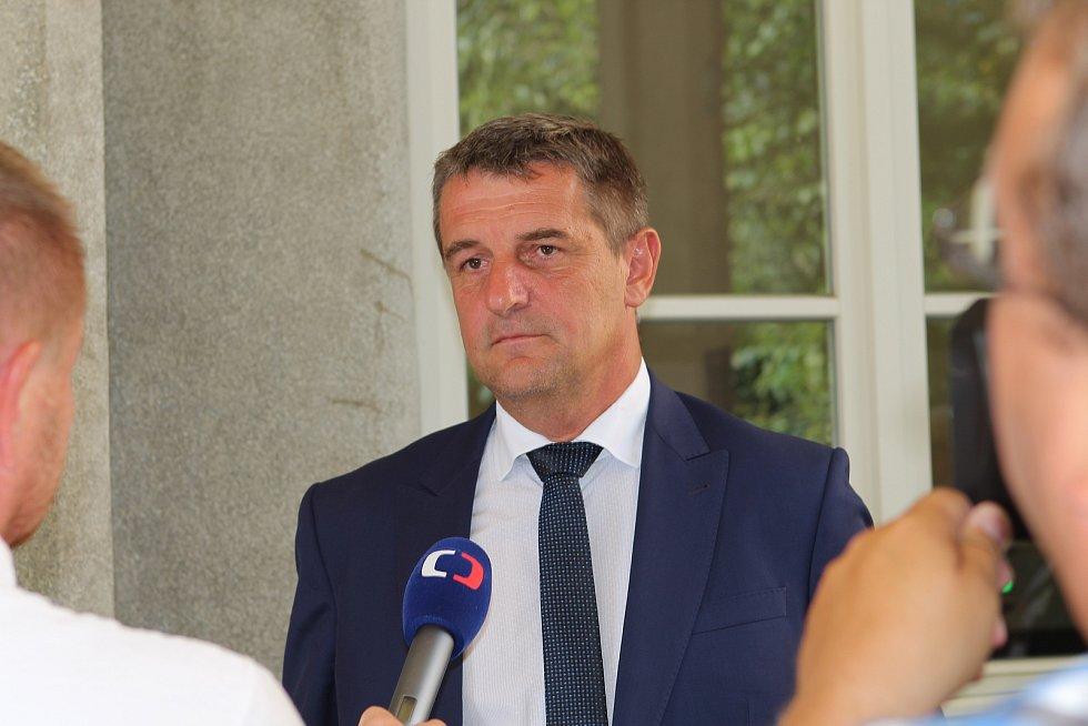 Libor Joukl a Jan Míka po osvobozujícím rozsudku před Okresním soudem v Jihlavě