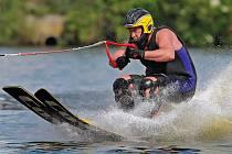 Takřka kompletní česká špička vodního lyžování se sjela do Kostelce, kde byly k vidění všechny tři kategorie – triky, slalom a skoky.