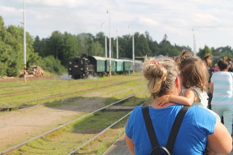 O jízdu parní lokomotivou je tradičně velký zájem.