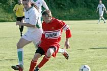Fotbalisté Rantířova (v bílém) si doma poradili se Stonařovem a výhrou 3:1 potvrdili, že na svém hřišti body moc neztrácí.