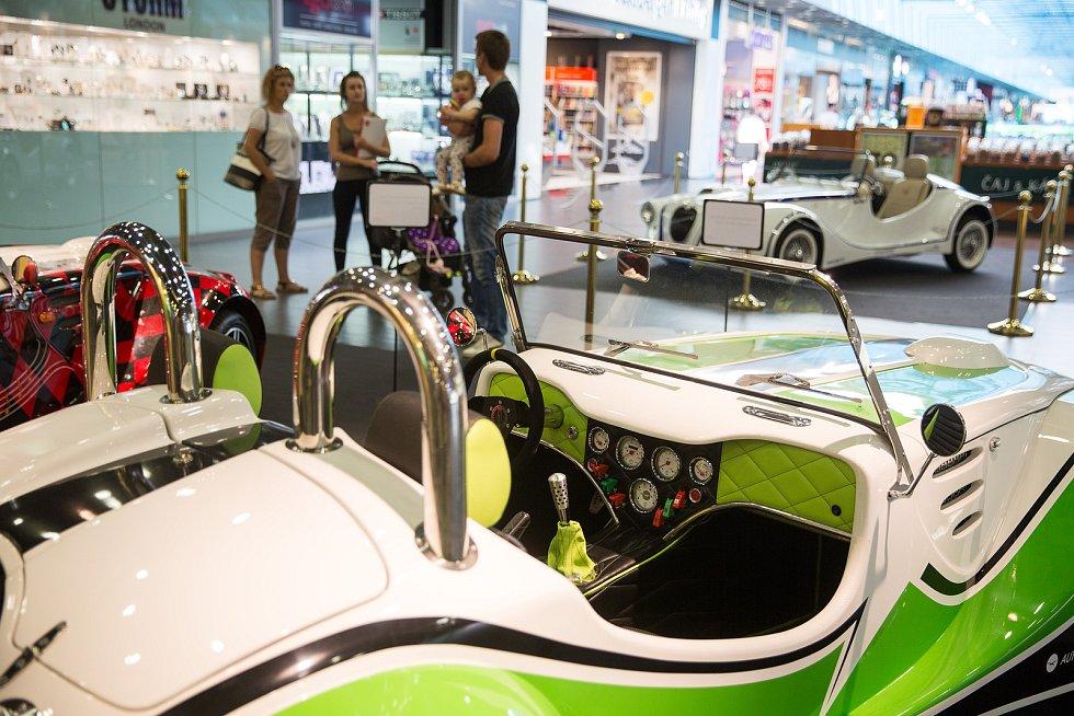 Výstava aut projektu Postav si své auto v Cityparku Jihlava.