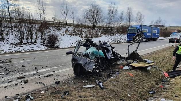 Kvážné dopravní nehodě, která skončila smrtí a zraněním, došlo dnes na obchvatu Jihlavy na silnici I/38 před křižovatkou sulicí Znojemská.
