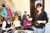 Vysoká účast na sobotních drátenických dílnách v Jihlavě překvapila i samotné organizátory.