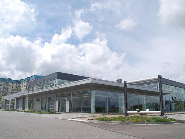 Ford, BMW, Hyundai - a pak konec. Společnost Auto Activity, která se zabývala prodejem vozů Ford, BMW a Hyundai, měla kromě Jihlavy (na snímku) pobočky v Třebíči, Znojmě, Žďáře nad Sázavou a v Blansku.
