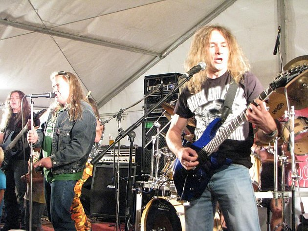 Skupina Araya byla založená  před více než patnácti lety, v minulosti ale činnost kapely byla přerušená sedmiletou pauzou.
