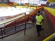Plánovaná demolice Horáckého zimního stadionu by ovlivnila nejen lední sporty, ale například i tradiční Silvestrovský běh v Jihlavě. Ten totiž vede mimo jiné i po ochozech stadionu.