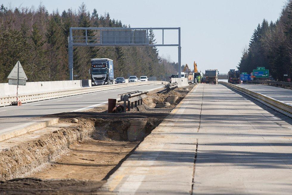 Rekonstrukce dálnice D1 u Větrného Jeníkova dne 24. března 2020.