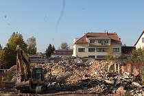 Ruiny pomalu mizí. Lidé se ptají, co na místě bude.