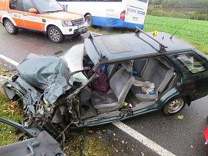 Střet s autobusem odnesla řidička těžkým zraněním