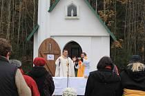 Společně se modlili za děti, jejich rodiče a za zdravotníky.